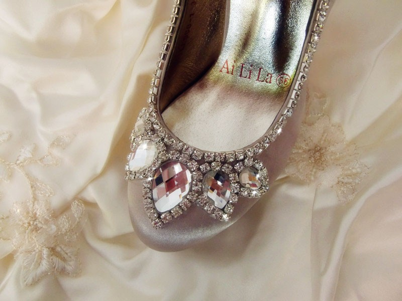 Romantic lady Rhinestone Round Toe Dress Shoes Free Shipping New White Bowtie Wedding Shoes Women Evening Party Prom shoes