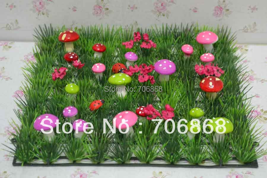 Artificial plastic grass mat boxwood mat with colorful mushroom and wood ladybug table runner wedding party event decoration(China (Mainland))