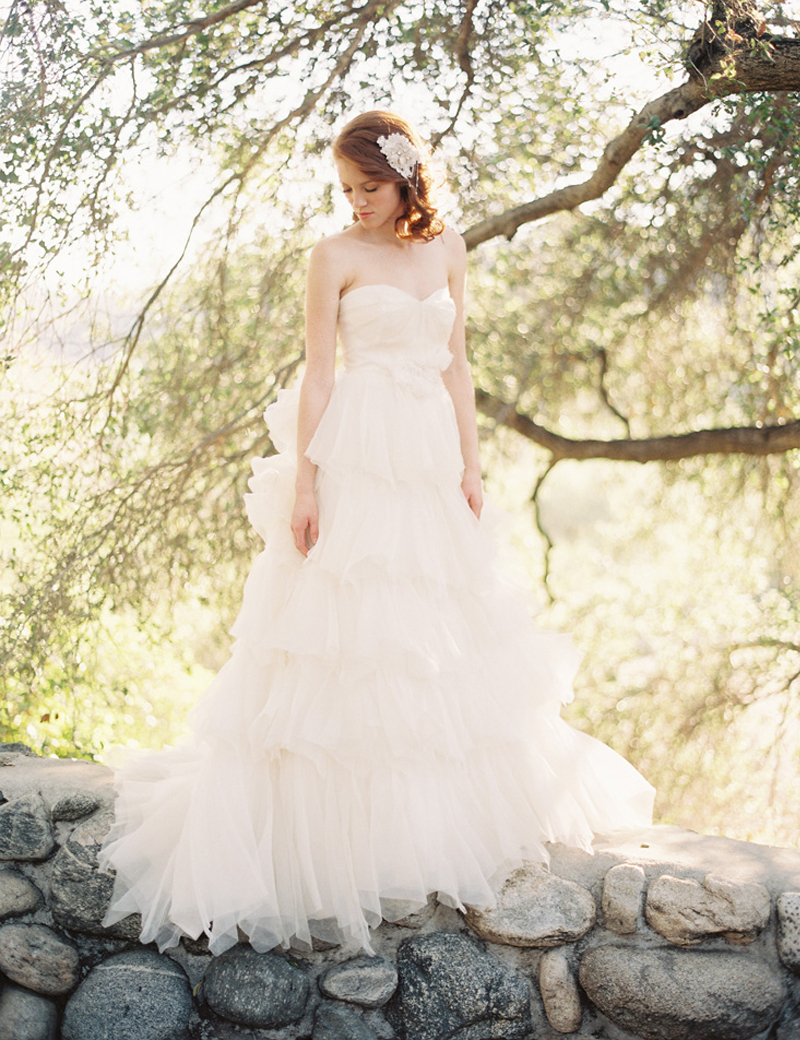 Romantic vintage wedding dresses lebanon designer ivory for Vintage backless wedding dresses