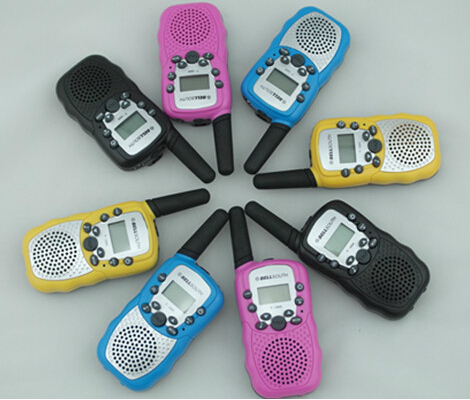 FREE Shipping 0.5W FRS Walkie Talkie T388 with 3km range for family(China (Mainland))