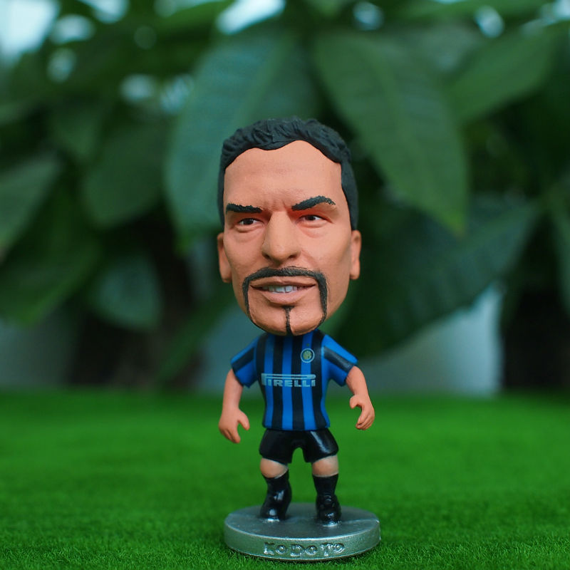 Soccerwe classic 6.5*3.5 cm Resin Soccer INTER 10 roberto baggio Doll Blue Black(China (Mainland))