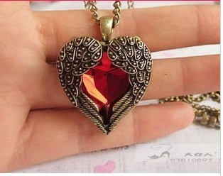 Min order is $10(mix order)Love vintage red hearts design long necklace Angel Wings pendant necklaces for women(China (Mainland))