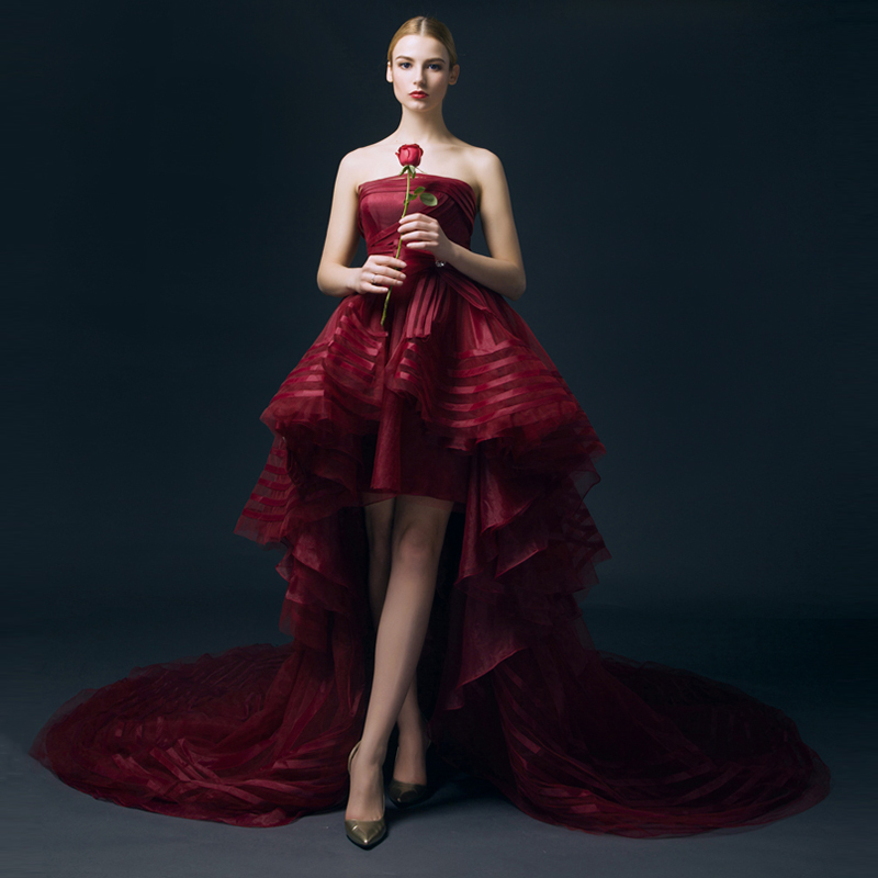 2016 Charming Organza Red Wedding Dresses Short Front Long Back Sexy Strapless Beach Long Bridal Gowns(China (Mainland))