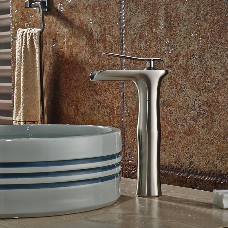 Купить Новый Дизайн Палубе Крепление Водопад Ванная Раковина Кран Одной Ручкой Смесители для умывальника с Горячей и Холодной Воды 3 Цвет выбор