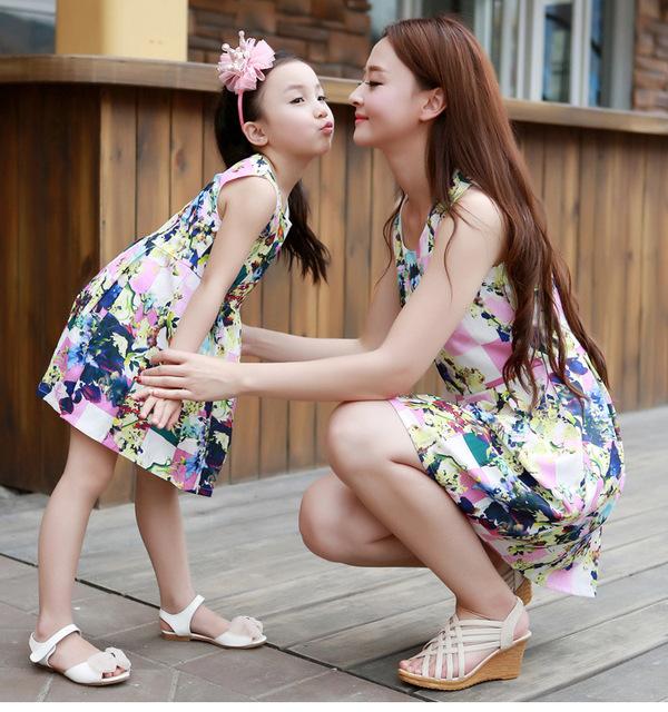 Соответствующие мать-дочь одежды мода семья наряды мама девушка платье мама со мной ...