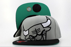 2015 New Design Wine Red snapback Hat bulls Baseball HipHop Sport Cap Cheap Men Women bulls Adjustable Wholesale Free Shipping(China (Mainland))