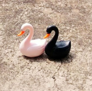 Lovers Swan Cartoon Animals Miniature Figurines Toys Cute Lovely Model Kids Toy 2cm PP Bags PVC Children Action Figure. PY071(China (Mainland))
