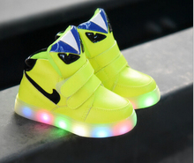 2017 Fashion European high quality baby LED children shoes Cool evening lighted girls boys children sneakers causal kids boots(China (Mainland))