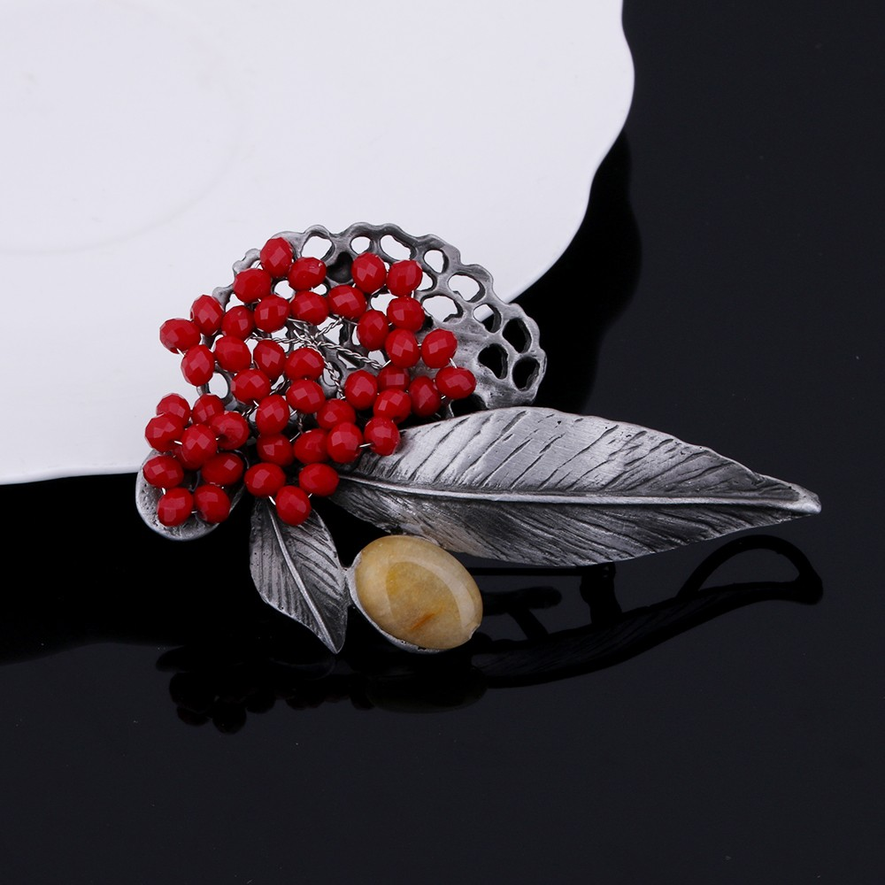 Retro Jewelry Gun Metal Vintage Leaf Alloy Brooches Country-Style Red Crystal Beads Brooch Safety Pins Women Pendant Accessories