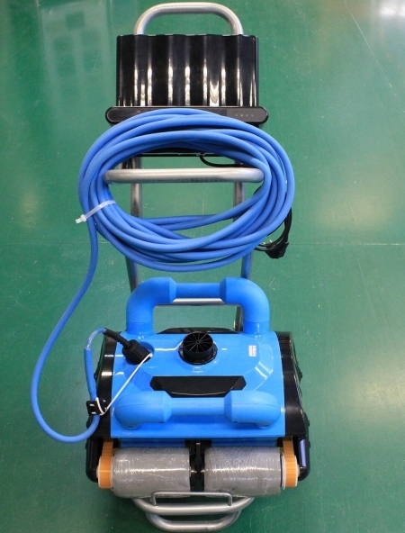 Newest coming Swimming Pool Robot Cleaner Swimming Pool Automatic Cleaning Equipment iCleaner-200+Working Area 100-400m2(China (Mainland))
