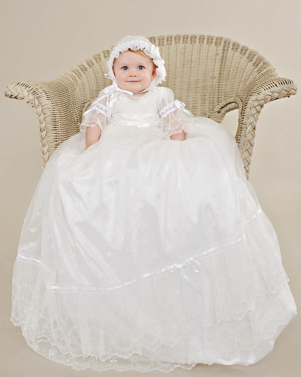 Stunning Vestido dama de honra Sheer Lace Appliques Soft Ruffles Baby Girl Long Christening Gowns Baptism Frock With Bow 2016(China (Mainland))