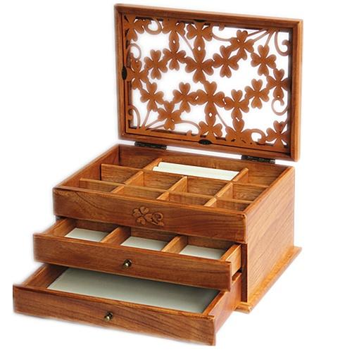 Коробка для косметики из дерева