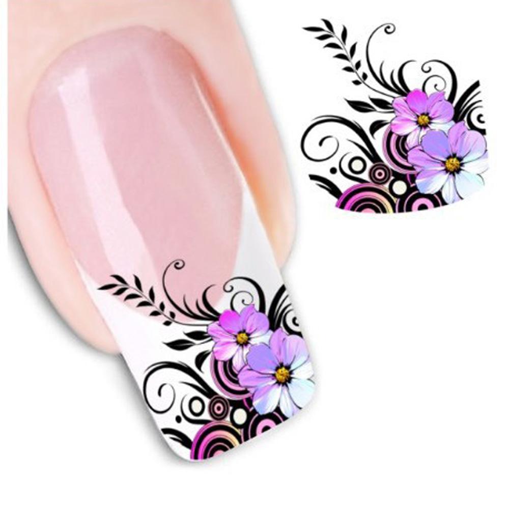 Цветы на ногтях на белом фоне 78
