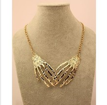 Gold plated fashion hand necklace skull fashion personality colnmnaris Necklace fashion for sexy people(China (Mainland))
