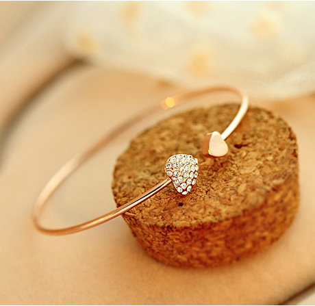 hot sale Women Girls Trendy Simple Gold Plated love Wire Bangle opening Peach Hearts pulseras New Fashion Jewelry(China (Mainland))