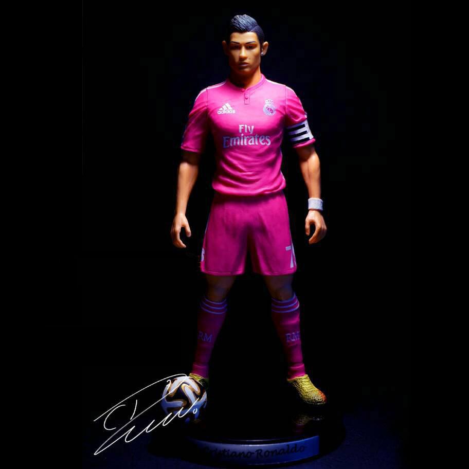 Cristiano Ronaldo #7 Real FC Soccer Football PVC Action Figure/Toy Doll 18cm 2015(China (Mainland))
