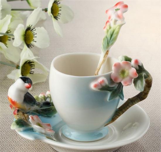 Good Morning Chinese Express : Красивая резьба по дереву вишни и птица чашки кофе
