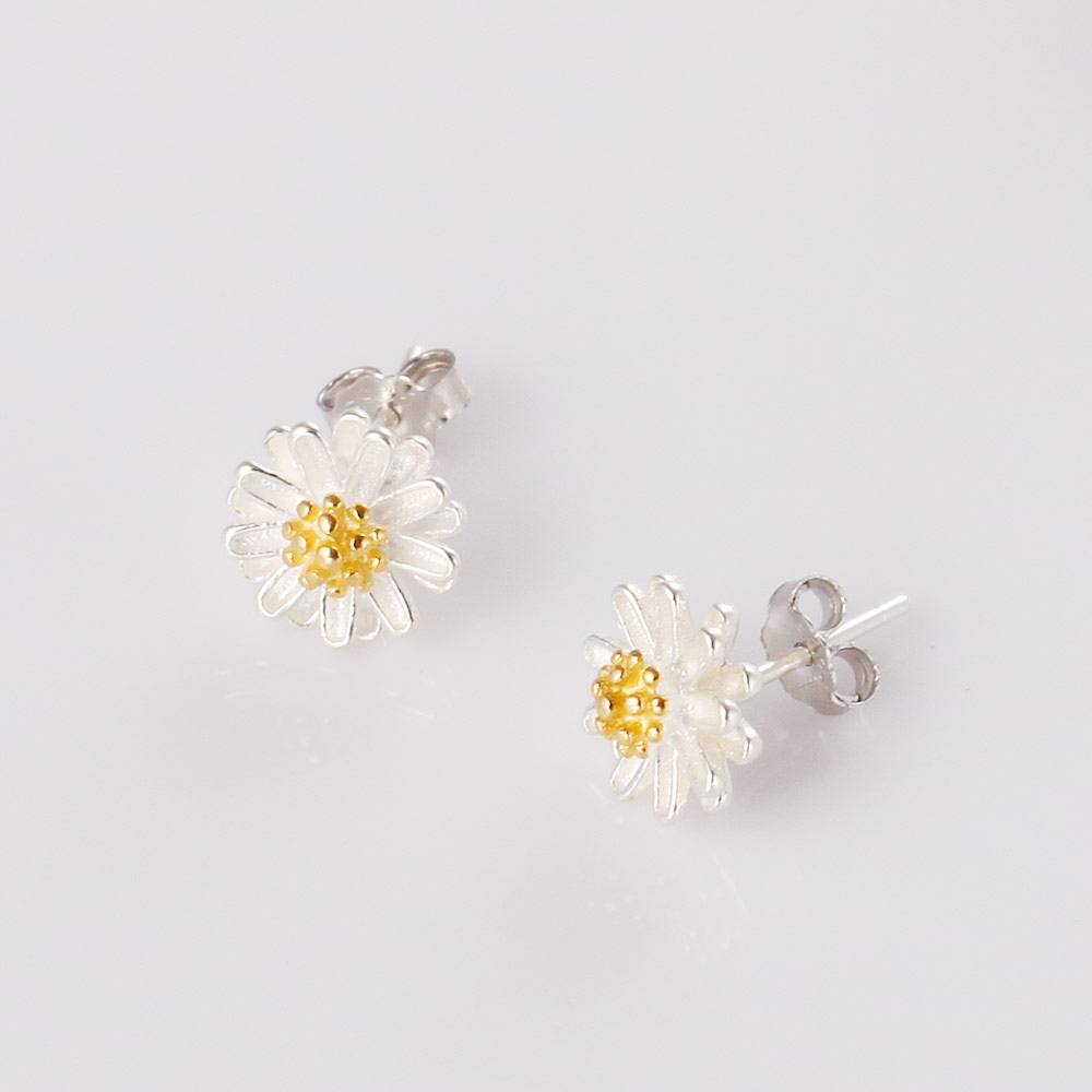 Little Fresh Style Daisy Flower Stud Earrings S925 Sterling Silver with Gold Plated Stamens Pistils Frosted Petals Electroplated(China (Mainland))