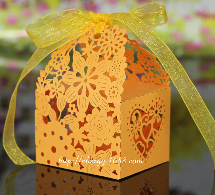 50Pcs/Lot Hollow Flower Laser Cut Paper Boxes Casamento Wedding Favors Candy Box (ribbon need to cut by yourself)(China (Mainland))
