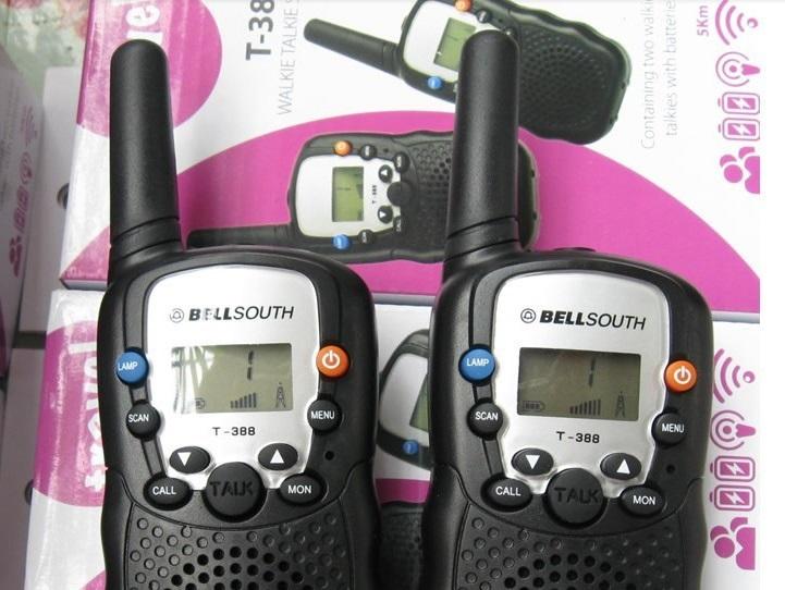 2PCS Mini Portable Ham CB Radio Kids Walkie Talkie RT-388 UHF 400-470 0.5W 22CH LCD Display Flashlight VOX Two way Radio w90 21a(China (Mainland))