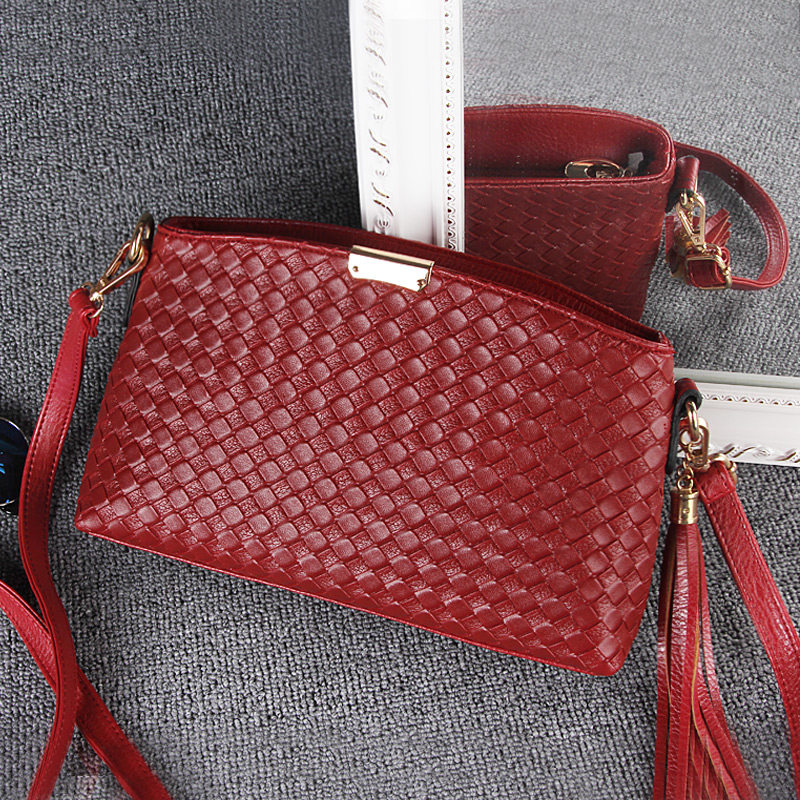 Classic Knitting Shoulder Bag Fashion Tassel Woven Pattern Small Crossbody Bag Women  Stylish Designer Casual Crossbody