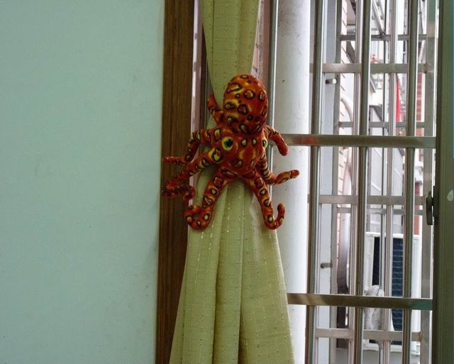 2012 New Style Creative 36cm Red Leopard Octopus Window Curtain Hook Tieback Curtain Buckle Belt Clamp Clip Hook