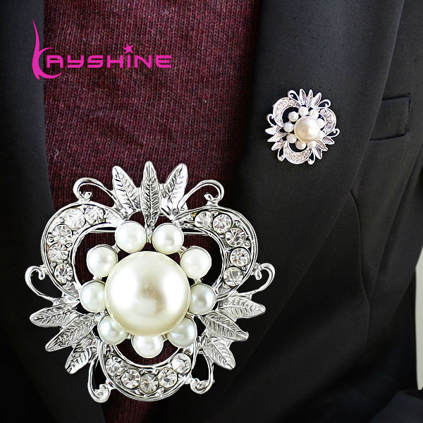 New Design Jewelry Imitation Pearl Flower Shape Fashion White Color Flower Brooch(China (Mainland))
