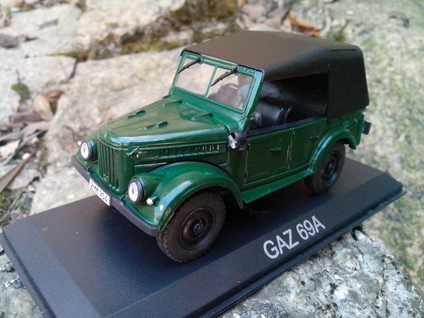 1:43 alloy model military vehicle Gaz GAZ 69A World War II jeeps toys for children(China (Mainland))