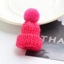19 di colore Carino Mini Lavorato A Maglia Palla di Pelo Cappello Spilla Maglione Spilli Distintivo Vestiti Collare Accessori Creativi Cappelli Spille Spille Delle Donne(China)