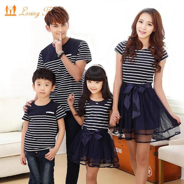 Семья соответствующие одежда мода посмотрите полосатый летняя футболка наряды мать ...