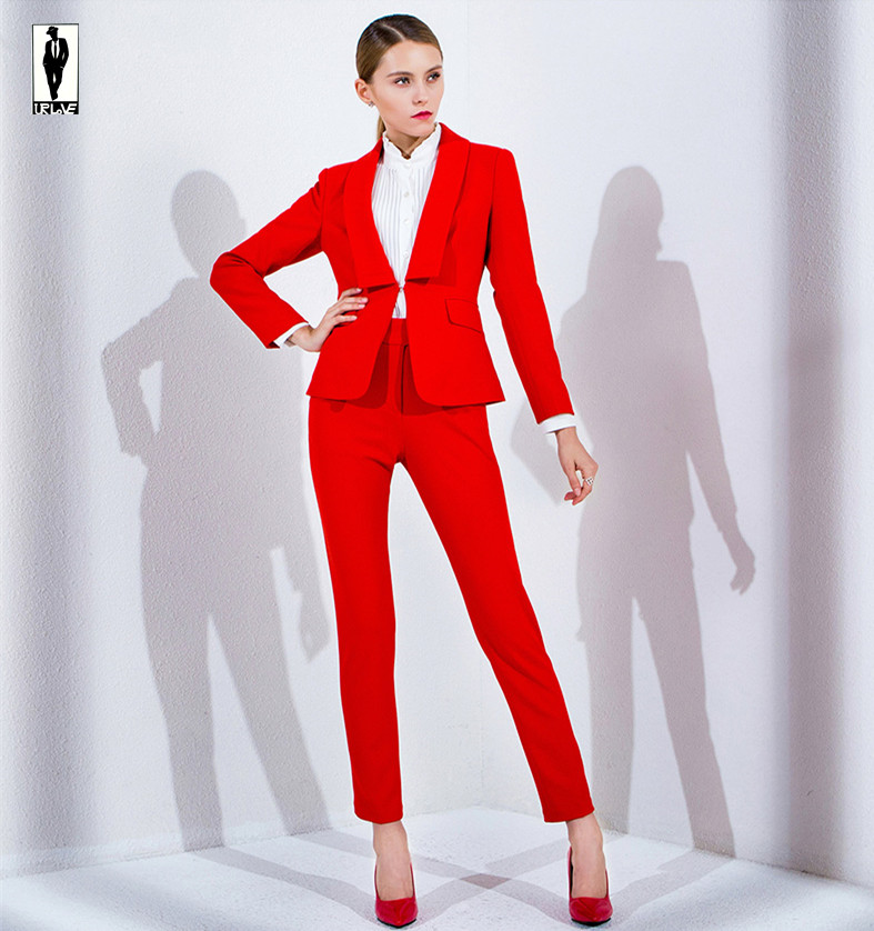 Lastest  In Pant Suits Are A Common Sight In Hollywood Many Celebrities Wear Cropped Pants And Blazers Instead Of Gowns For Getting A Different Kind Of Formal Look This Is Rare On Red Carpet Events However, We Still See Enough Women In