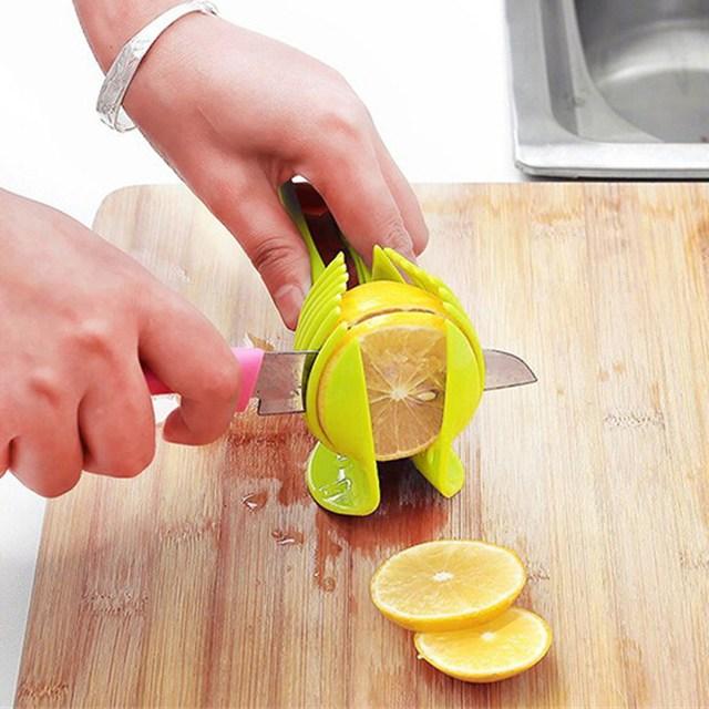 Кухня Томатный Slicer ABS Plastic Cutter Slicer Кухня Гаджеты Lemon Orange Фруктовый Нож Торт Держатель Кулинария Инструмент Русский Стиль
