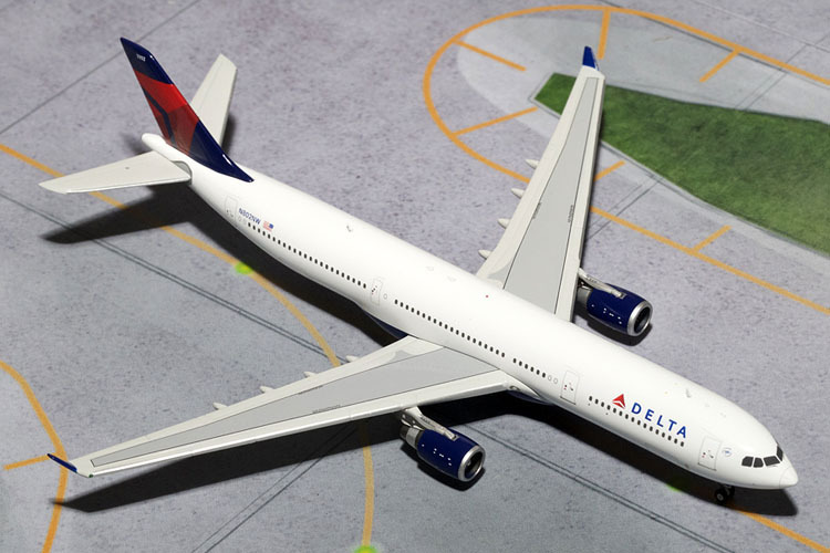 Free Shipping Delta Air Lines A330-300 N802NW Airplane Pop Toy 1:400 Scale Models Figures Brinquedos Plane Model Classic Toys(China (Mainland))