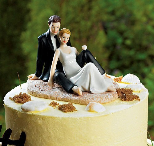 Wedding Cake Topper Wedding Favors Wedding Decorations Resin Figurine for Wedding Groom Picking up The Bride(China (Mainland))