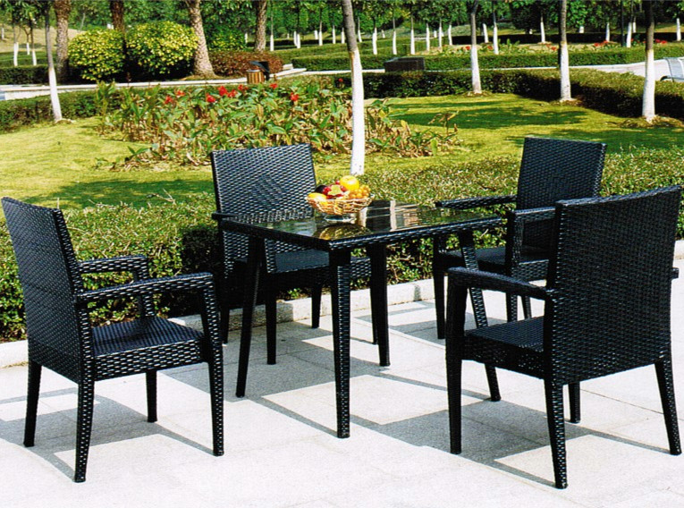 Rugged outdoor garden patio furniture wrought iron for Wrought iron dining set outdoor