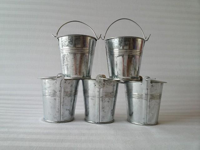 20Pcs/Lot Metal pots garden bucket tin box Iron pots Small iron drum mini vase balcony flower tubsize7*7CM(China (Mainland))