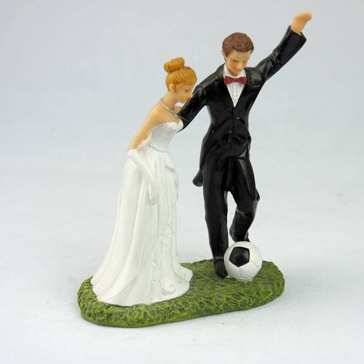 Romantic Football Marriage Polyresin Figurine Wedding Cake Toppers Resin Decor Lover Couples Gift(China (Mainland))