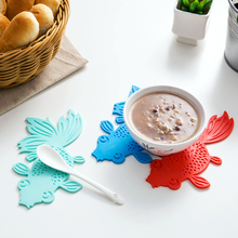 New 5pcs/lot Creative Goldfish Waterproof Silicone Anti-Slip Heat Insulation Table Mats Cup Mat Cup Coaster Kitchen Accessories