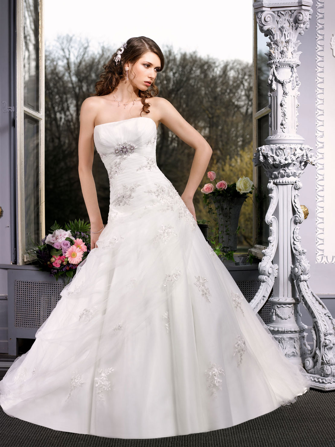 2013 A Bride Tube Top Organza Wedding Dress Outdoor Professional Customize In