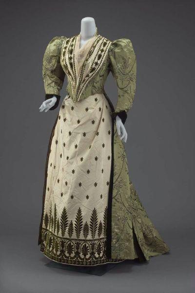 Medieval Clothing Event DressVictorian dress satin dressla dies blouse long prom dresses ruffle blouse(China (Mainland))