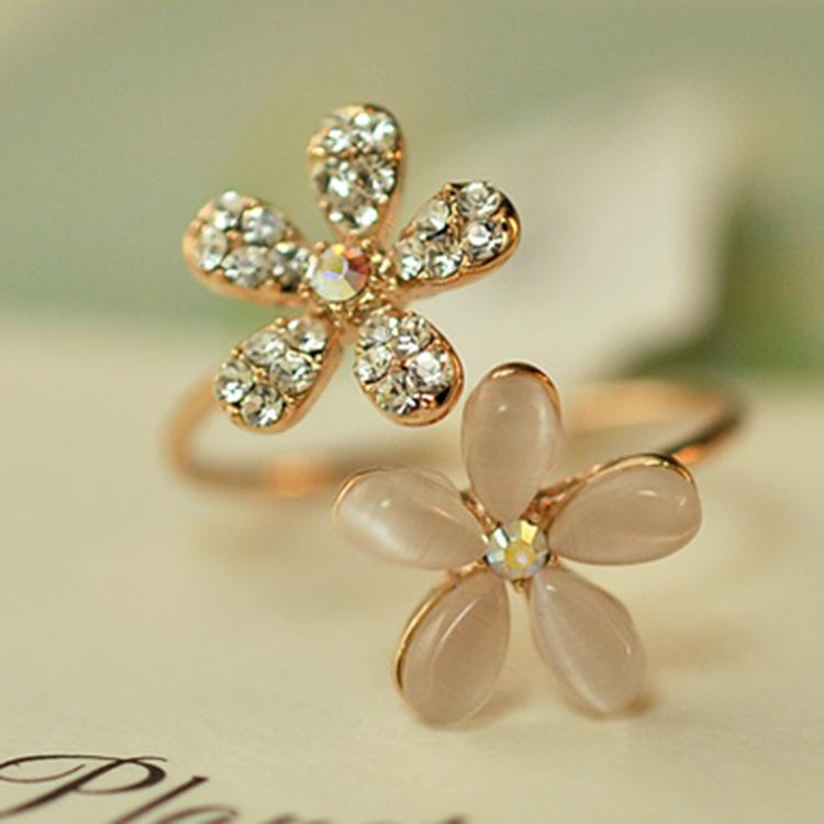 Гаджет  New Fashion Lovely Gold Daisy Flower Crystal Rhinestone Women Ring Gift Adjustable Finger New Brand None Ювелирные изделия и часы
