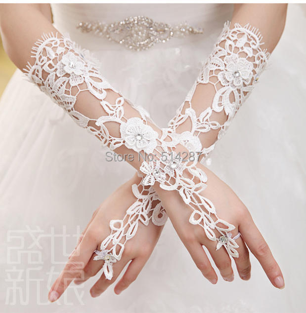 New Arrival 2014  Bridal Gloves Luxury Lace Flower Glove Hollow Wedding Dress Accessories White Bridal Gloves(China (Mainland))