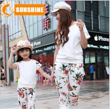 2015 family clothing  mother and daughter clothes fashion matching mother daughter clothes flower family clothing set sport suit(China (Mainland))