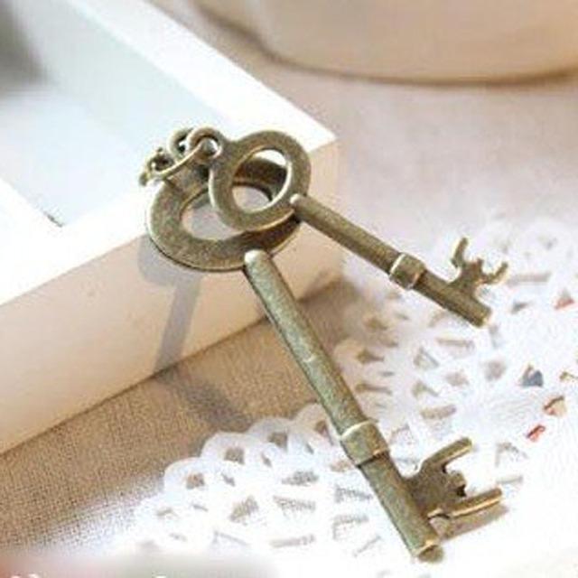 2016 New Vintage Antique gold-tone pendant Chain llaveros Double Keys suspension Necklace for women 66N106
