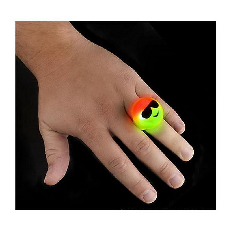 1PC Led Colorful Toys Children Creative Gift Flash Rings Finger Emitting Light-Up Toys Interesting Light SA582 P0(China (Mainland))