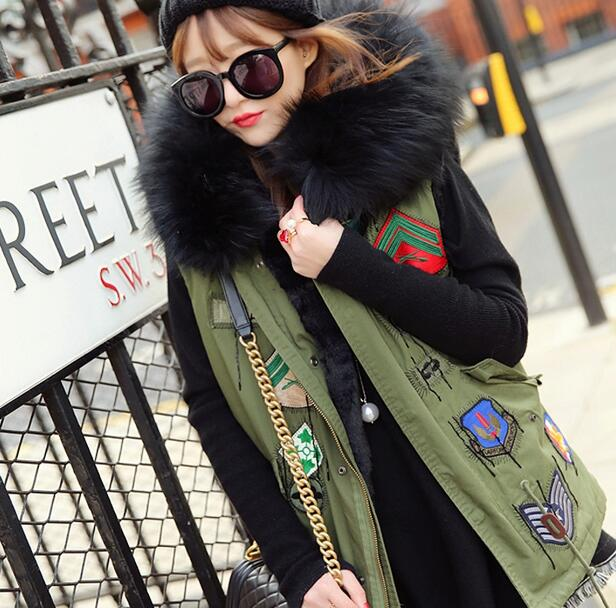 2016 badge logo winter vest jacket women street fashion Large fur collar hooded army green waistcoat plus size T322(China (Mainland))
