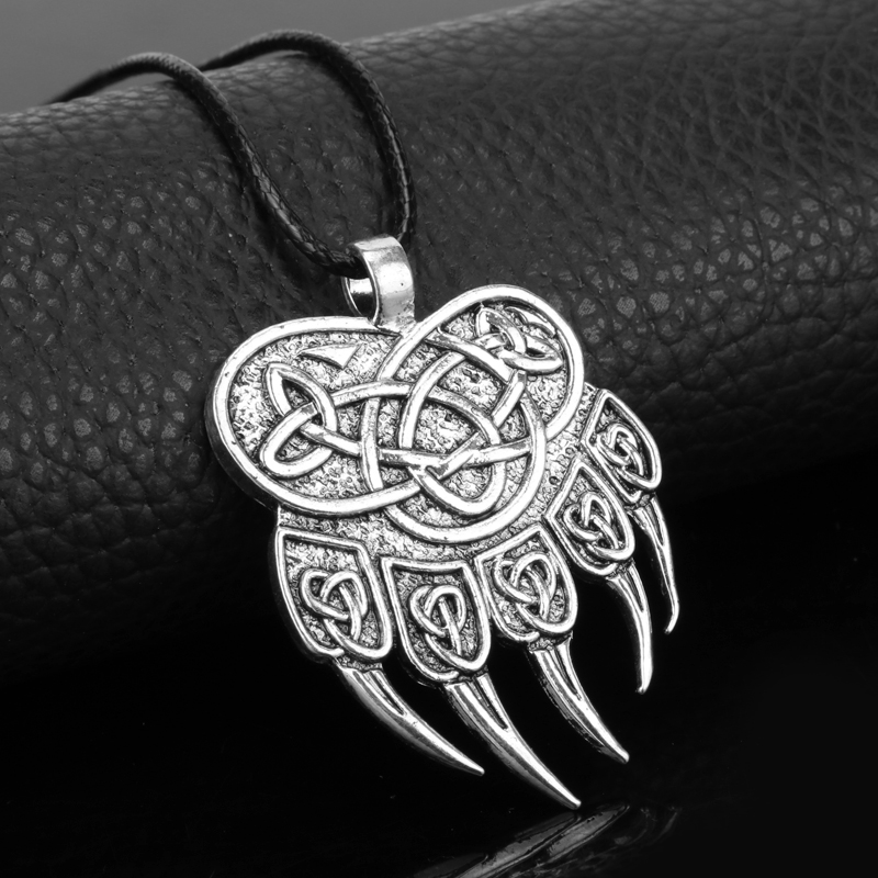 a description of the vikings which liked clothes and jewelry The vikings were a seafaring people from the late eighth to early 11th century who established a name for themselves as traders, explorers and warriors they discovered the americas long before.