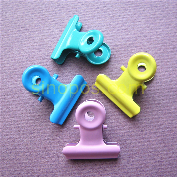 colored paper clips Size: #1 six colors of vinyl-coated clips come supplied in a compartmented box colors are pink, blue, yellow, white, red, and green box of 1000.