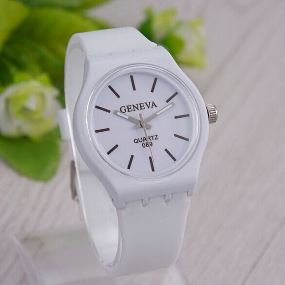 2015Quartz in the latest fashion womens watches, luxury leisure mens wrist, high-end neutral fashion watches.Plastic material<br><br>Aliexpress