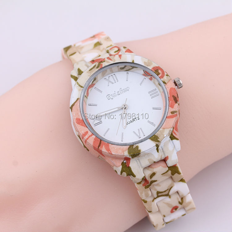 Free shipping The new temperament lady fashion table Ms leaf pattern style plastic strap quartz 0120 series(China (Mainland))